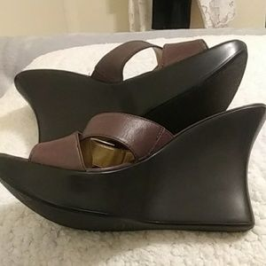 NWOT Guess wedge sandals